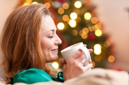 woman-drinking-hot-cocoa